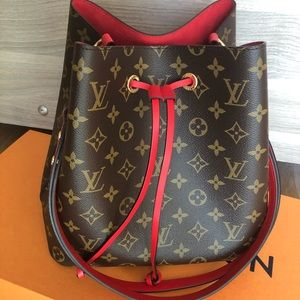 LV NEO NOE handbag. Like new with all the bags.